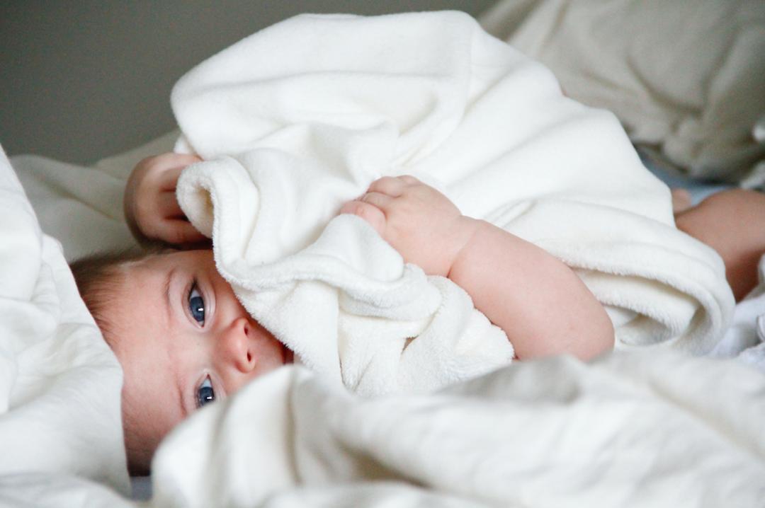 Już niemowlęta patrzą dłużej nabardziej atrakcyjne twarze.