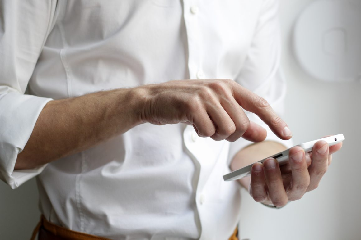Smartfony emitują światło niebieskie